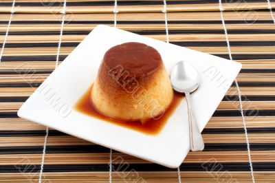 vanilla cream and caramel dessert