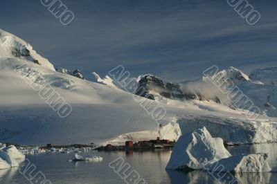 Mountains & glaciers with research station