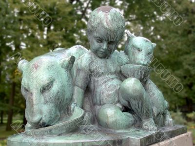 In the zoo. Statue of the child