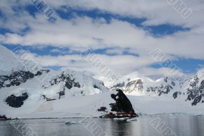 Glaciated mountains, research station