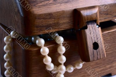 casket with pearl beads