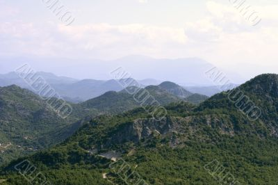 Tranquil picture of picturesque mountains