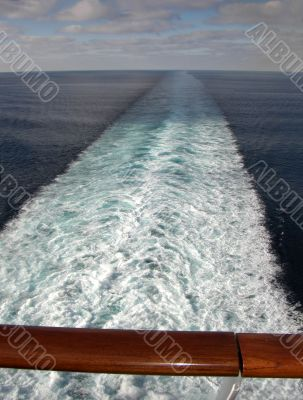 Cruise - horizon and foam seen from an ocean liner