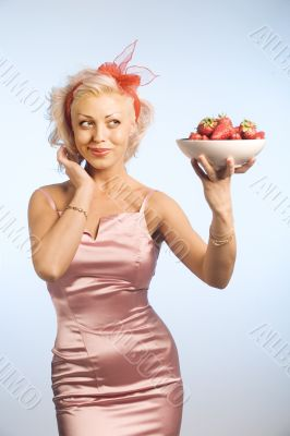 woman with bowl with strawberry