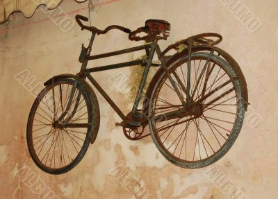 Very old bicycle on wall