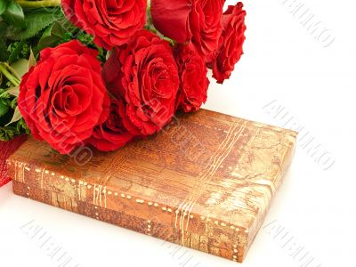 Red roses and gift