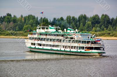 Turn the steamer on the Volga River