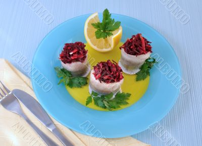 Herring fillet stuffed with beet-apple stuffing and lemon