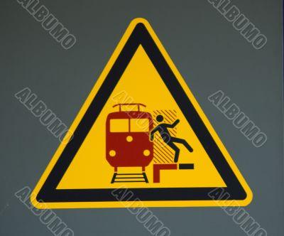 Vorsicht am Bahnsteig - Schild mit Warnung,Care in the platform - sign with warning