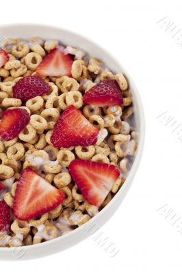 ring cereals with strawberry and milk