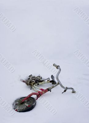 Abandoned bicycle in snow