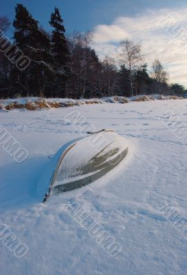 The thrown old boat on snow I protect