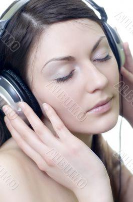 brunette in headphones listens to music