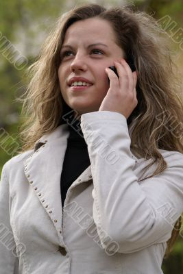 pretty woman talking to a cell phone