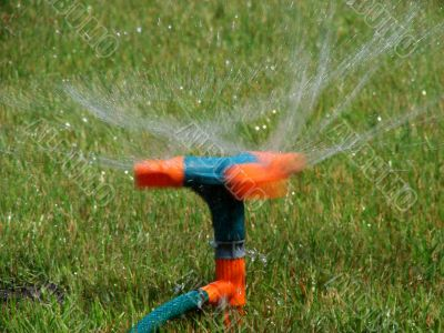 Moving streams sprayer watering lawn
