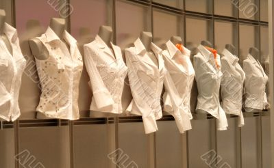 Blusen im Schaufenster | blouses in shopwindow