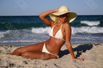 Sexy blonde in whitr bikini and straw