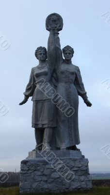 Soviet sculpture for Ukrainian-Russian brotherhood