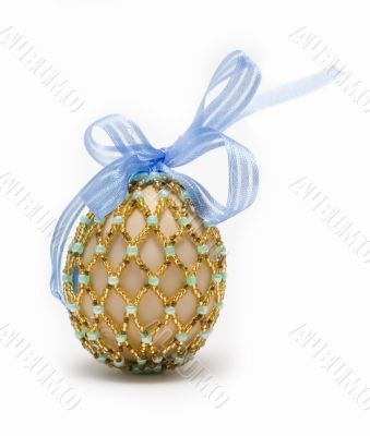 egg with blue ribbon