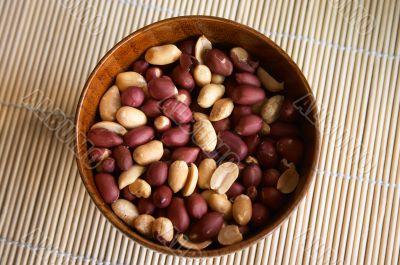 Porringer with peanut