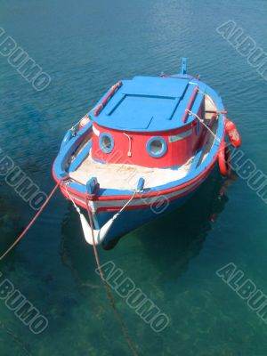 Blue and red boat in Gaios