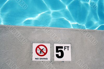 Swimming pool depth marker