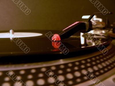 dj turntable needle on record 2