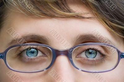 young girl beautiful blue eyes