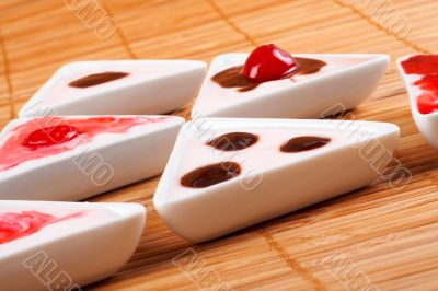 Desserts creamy in bamboo mat