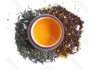 A mix green, black and flower tea