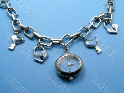 Modern jewelry hours