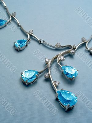 Necklace with sapphires