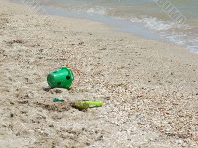 toy bucket and shovel, abandoned at the beach2