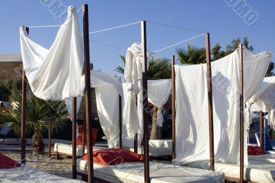 Drop-curtain on a beach
