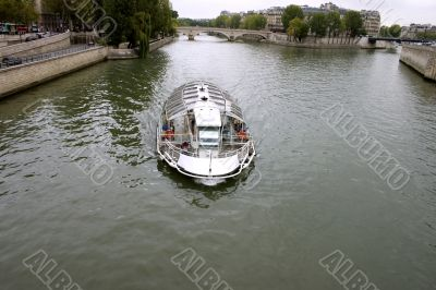 French tourist boat
