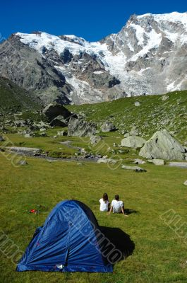Couple tent mountain