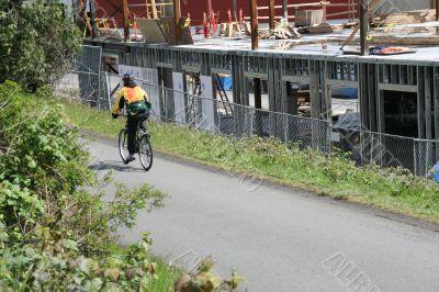 Bicyclist on Burke Gilman bike trail