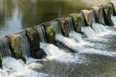 Overflow dam