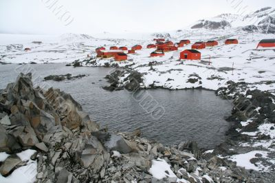 Polar research station and colony