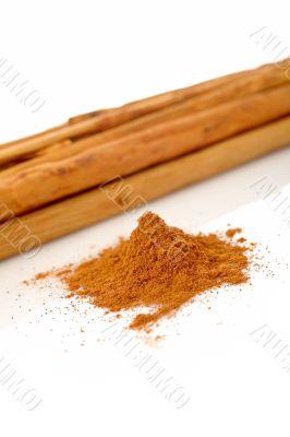Sticks and powder of cinnamon