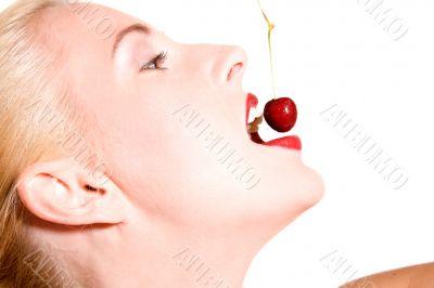 Biting cherries