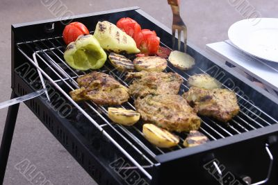 Grilled meat, pepper and tomatoes