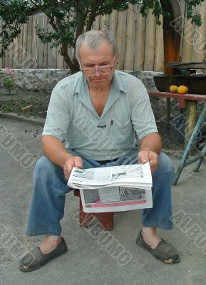 The man reads newspaper