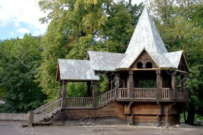 House in the form of arbor in the zoo