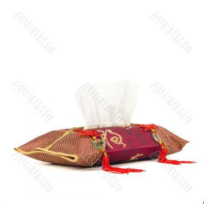 Oriental tissue dispenser