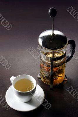 Green tea from press teapot