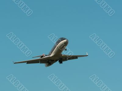 commercial jet in flight 4