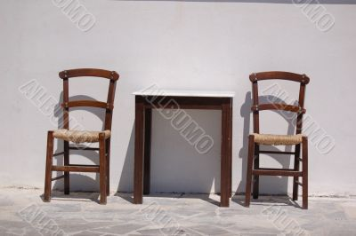Two chais and a table