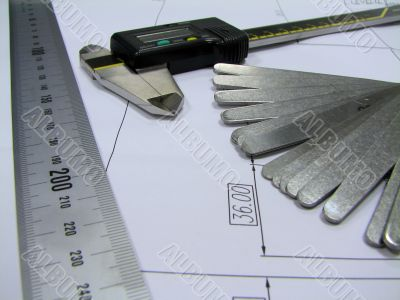 Thickness gauge, calliper and ruler