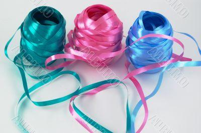 Holiday curly ribbon